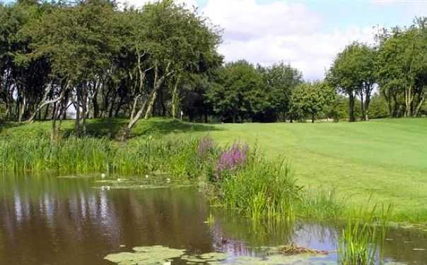 Radcliffe-on-Trent GC: Water reachable off the tee