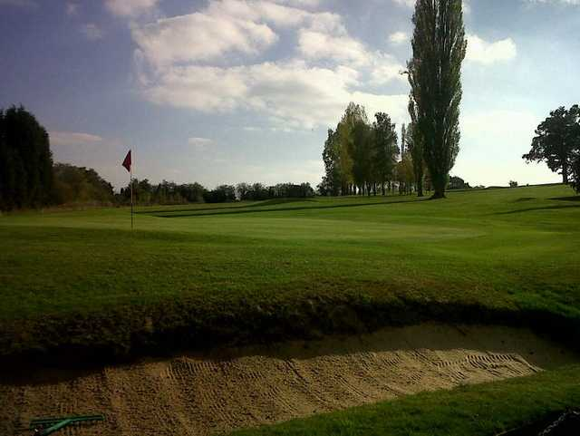 Bunker protecting the 9th/18th green at Stone Golf Club