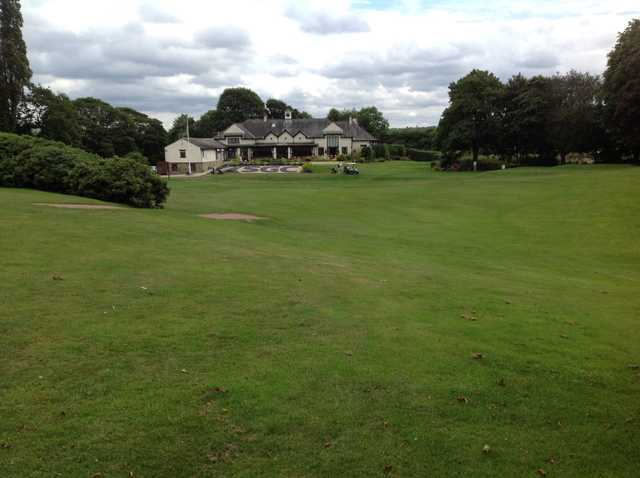 A view of the 18th approach and clubhouse at The Shipley Golf Club