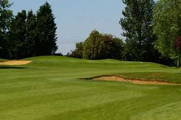 Tough approach to the heavily bunkered 7th at Ely City Golf Club