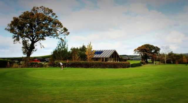 Picture of the green and clubhouse in the background.