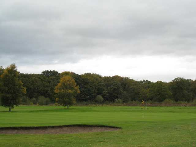 The 2nd green and greenside bunker at Mersey Valley Golf & Country Club