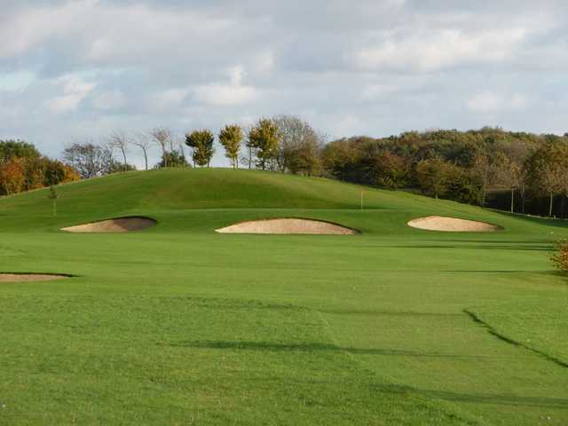 Bunkers protecting the green at Six Hills Golf Club