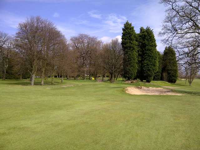 The 8th green at Wakefield requires a well-placed shot to avoid the accompanying bunker