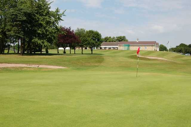 A greenside view of the club house at Davenport
