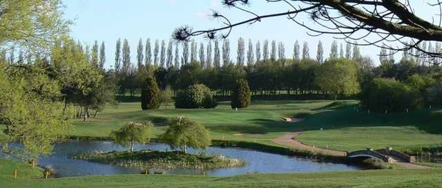 Grimsby Golf Club: Green over water