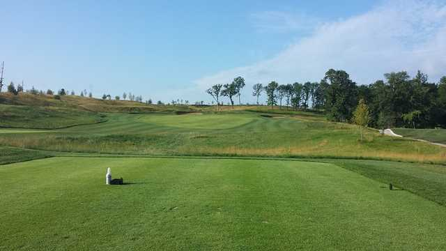 View of a bunkered green at Columbia Golf & Country Club