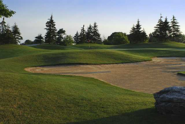 View of a bunkered green at Carlisle Golf and Country Club