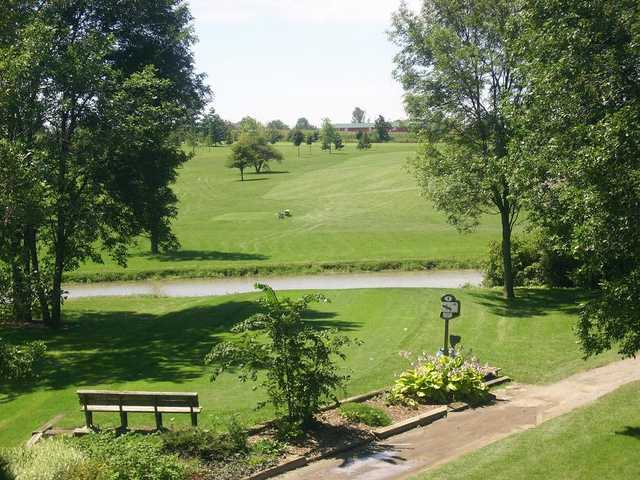Sandusk GC: 1st tee viewed from the clubhouse