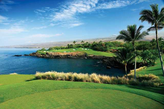 View of the par-3 3rd hole at Mauna Kea Golf Course