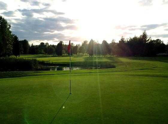 A sunny day view of a hole at Hinckley Golf Club