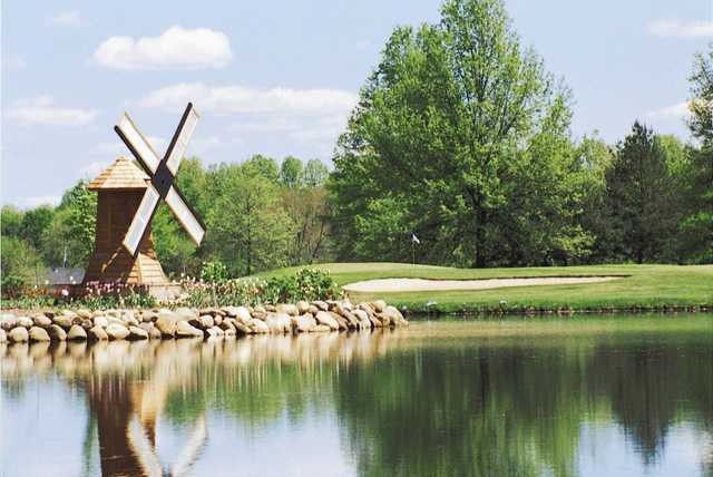View of green #1 over a lake at Windmill Lakes Golf Club (David Pfeiffer).