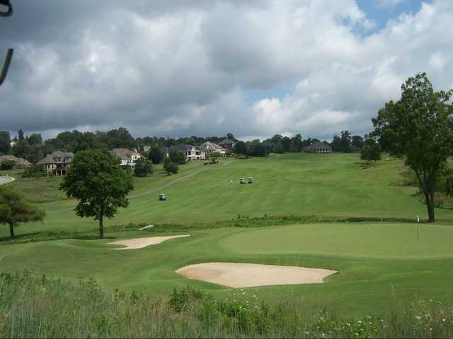 A view of a hole protected by bunkers from Blackthorn Club at The Ridges