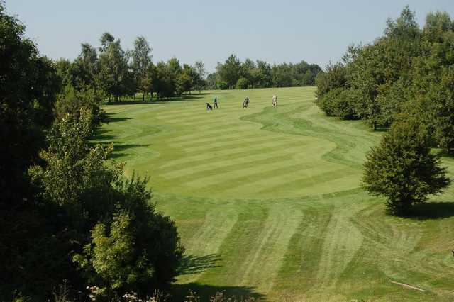 A wide view of the well-kept Cotswolds Club Chipping Norton fairway