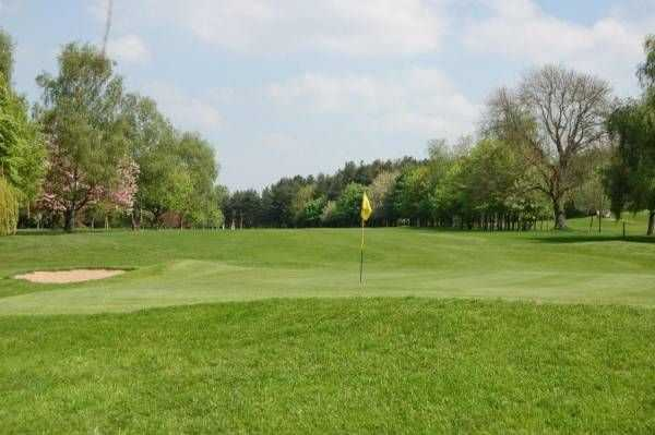 Green and bunkers at Kenilworth Golf Club