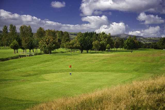 Old Padeswood: 2 tier green and a lush fairway to approach from