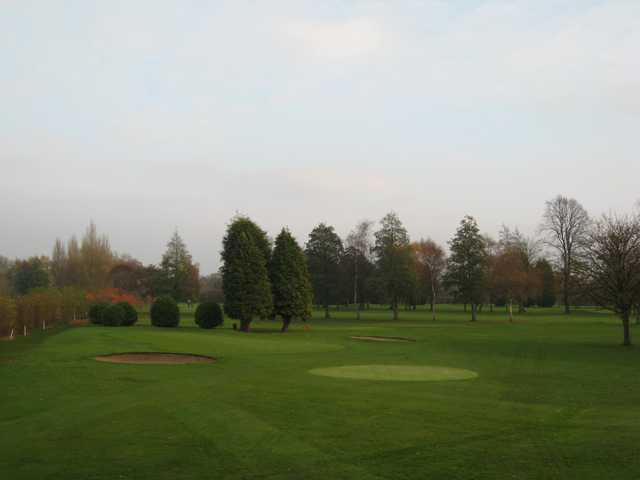 The 18th green and greenside bunkers at Withington Golf Club