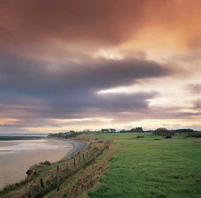 Picture illustrating the close proximity to the coast at Alnmouth Golf Club