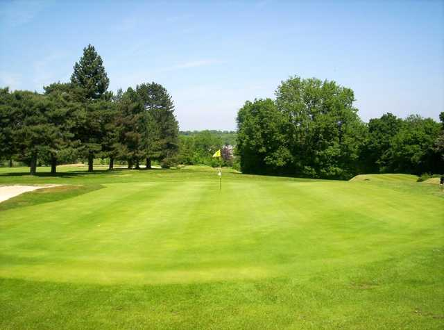 The spacious 3rd green at Chipstead
