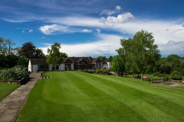 Addington Court Golf Centre clubhouse overlooking the putting green
