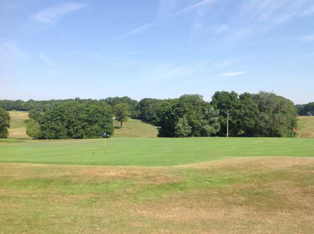 A scenic view of the 18th green at Hamptworth Golf Club