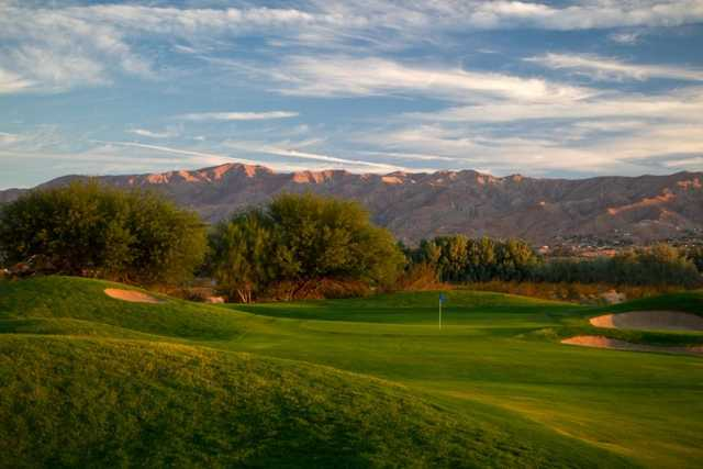 A view of green with bunkers on the right at Desert Dunes Golf Course