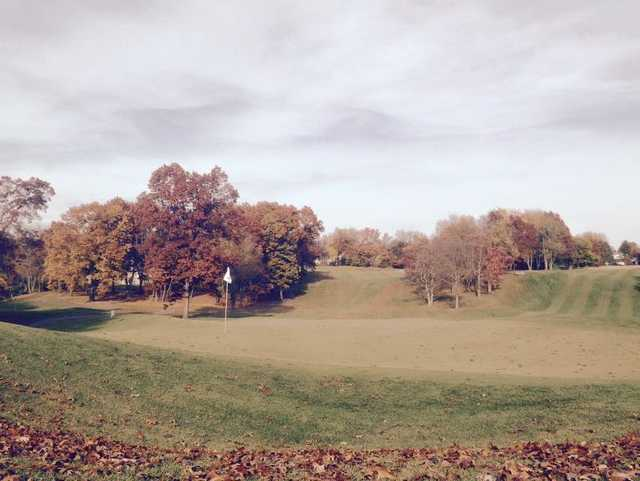 A fall view of a hole at Knollwood Country Club