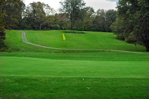 A view of the 4th green at Stone Dock Golf Club