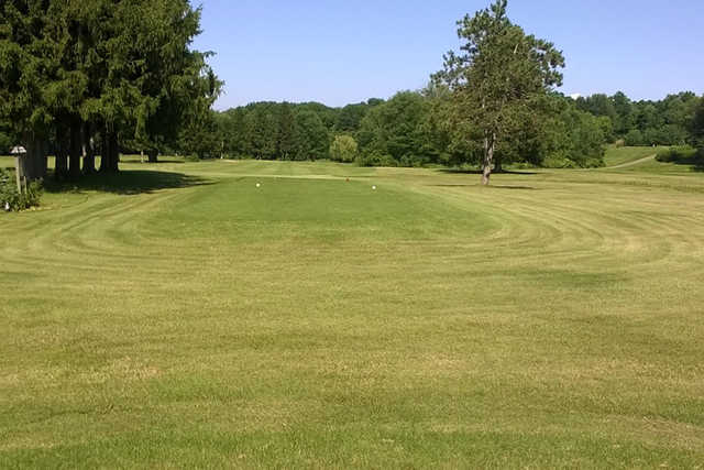 A view of a tee at Stone Dock Golf Club