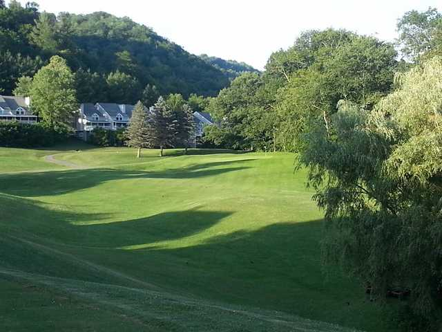 A view of green #4 at Willow Creek Golf Course