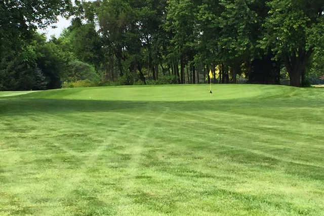 A view of a green at River's Edge Golf Course (Aaron Coates)