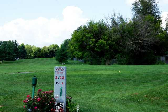 A view from tee #3 sign at Franklin Golf Club