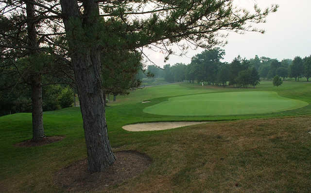 A view of a green protected by sand traps at Shawnee Country Club
