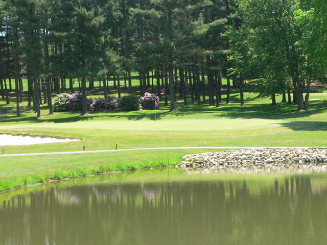 A view of a green with water coming into play at Beaver Creek Meadows Golf Course