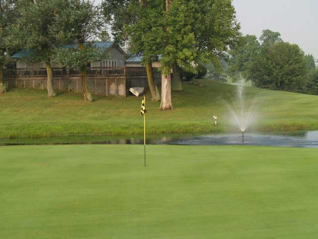 A view of a green with water coming into play at Lakeland Golf Club