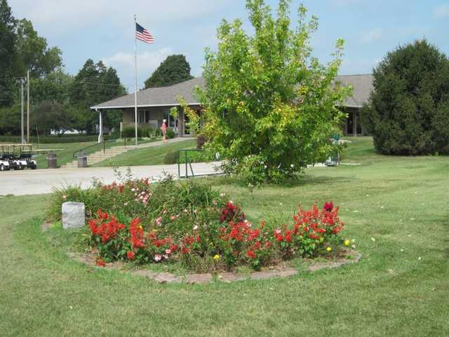 A view of the clubhouse at Rolling Hills Golf Club