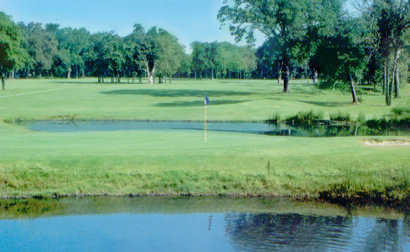 A view of a green with water coming into play at Bermuda Creek Golf Club