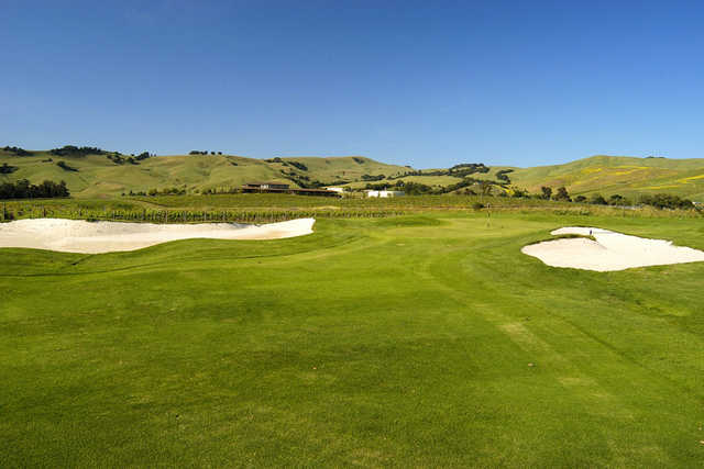 Green surrounded by bunkers at Chardonnay Golf Club