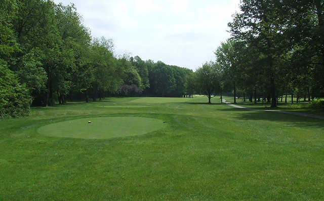 A view of a tee at Oak Tree Golf Club