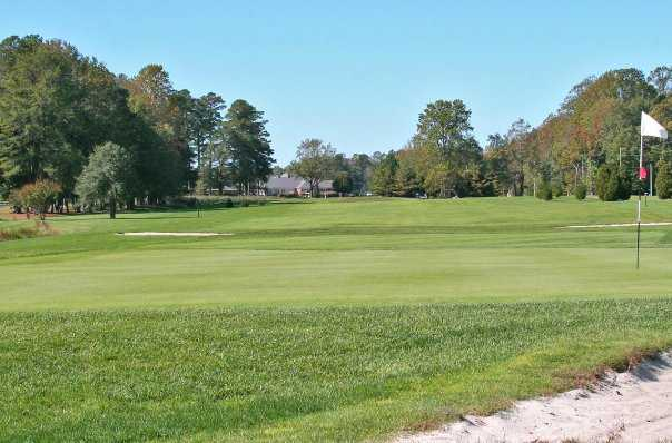 A view of the 10th green at Mulligan's Pointe