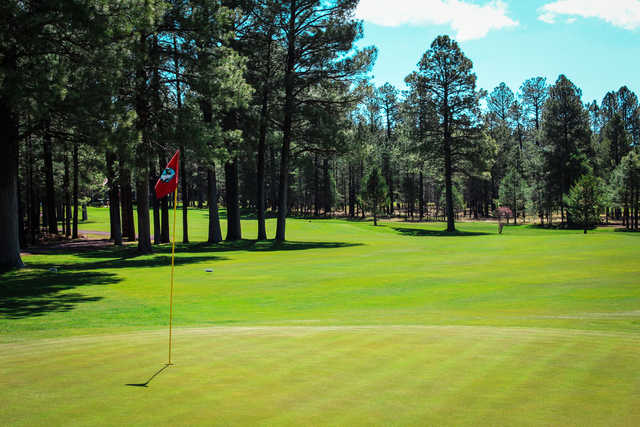 A view of the 10th green at Pinetop Lakes Golf & Country Club