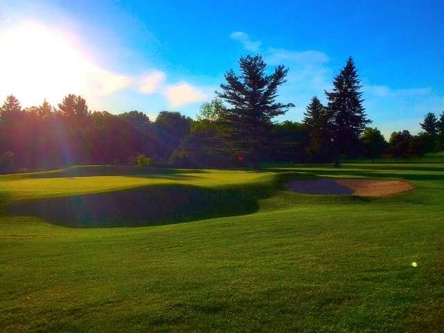 A view of a hole protected by bunkers at Cascades Golf Course