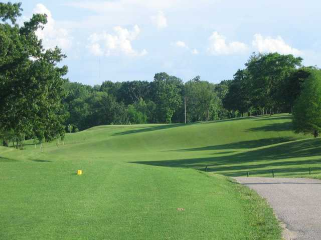 View of the 10th hole from the gold tees at Rolling Hills Golf Club