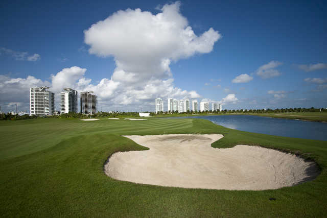 Bunker and green at Puerto Cancun Golf Club