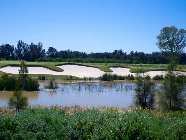 Bunker on the 6th hole at Stonecutters Ridge Golf Club