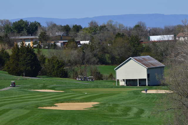 A view of a green protected by bunkers at Shenvalee Golf Club