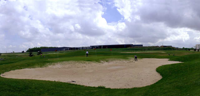 A view of the practice area at DailyGolf de Reims Bezannes