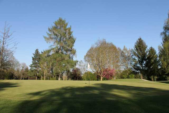 A view of a green at Metz Cherisey Golf Club