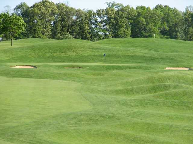 A view of a green flanked by bunkers at Pilgrim's Oak Golf Course