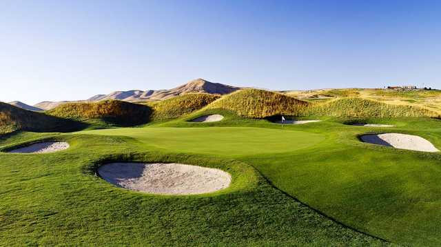A view of the 8th green surrounded by bunkers at The Ranches Golf Club